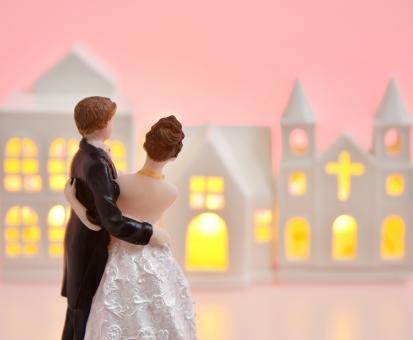 身内だけの結婚式ではどんなドレスが最適?