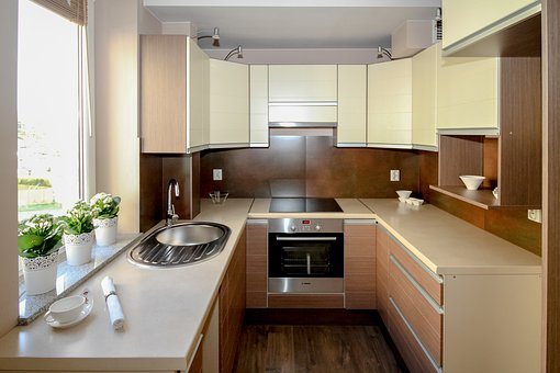 キッチンからの水漏れ!修理費用の相場と対処法