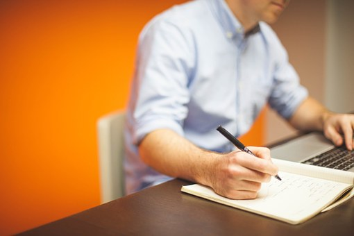 個人事業主は自分に給与を支給できるのか?生活費の会計処理方法