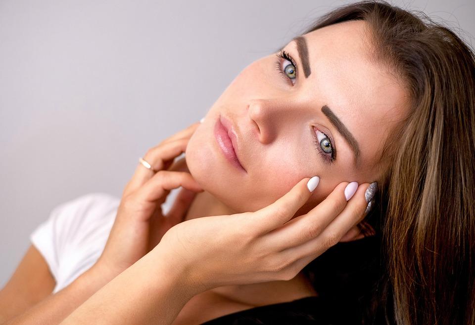 ほうれい線は歯ブラシでケア!ほうれい線ができる原因と対処方法