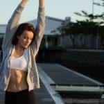 女性の胸毛が濃くなる原因とおすすめの処理方法